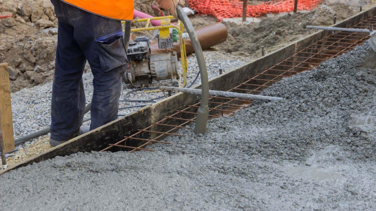 Como a consistência do concreto interfere na sua trabalhabilidade?