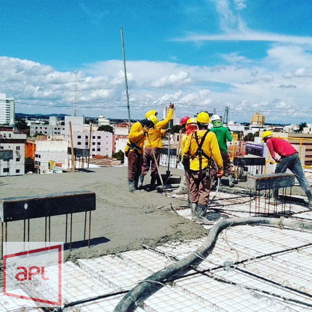 Lançamento de concreto Usinado em laje pela APL Engenharia