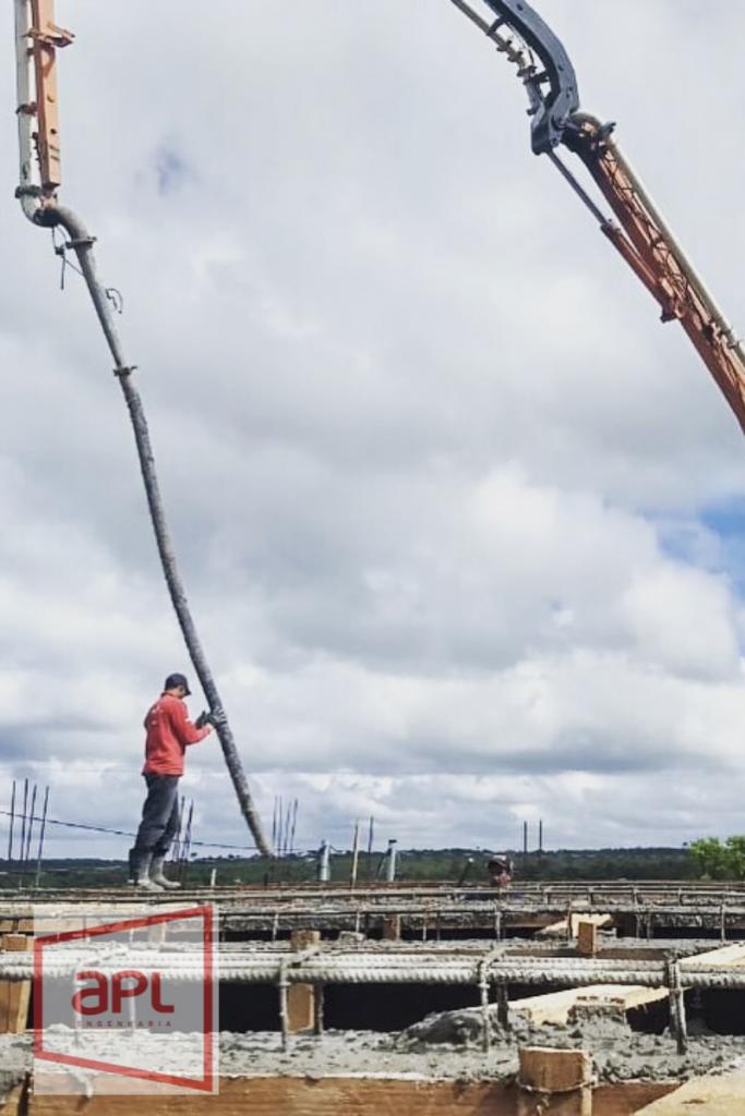 Lançamento de concreto com bomba lança